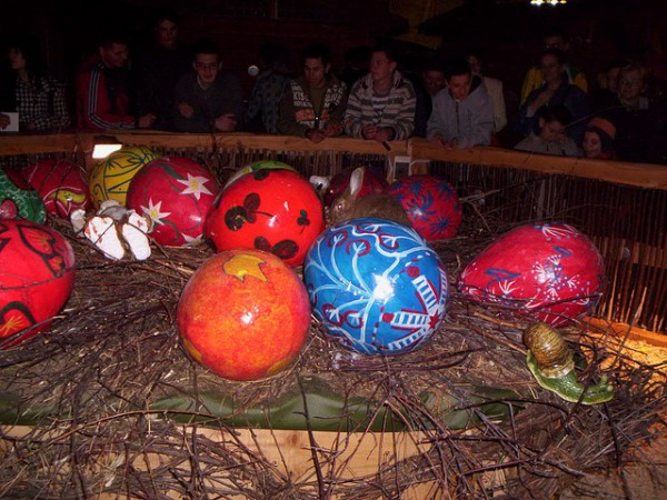Giant eggs and real bunnies in Timisoara, gabig58/Flickr